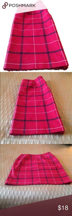 Red black and white boxed pattern Midi skirt Petite Sophisticate Midi skirt. Classy pattern. Excellence quality. Petite Sophisticate Skirts Midi