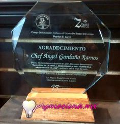 Trofeo Cristal, octagono, base madera.  #medallas #trofeo #carrera #articulospromocionales #promocionales #promociona http://www.promociona.mx/index.php/trofeo.html