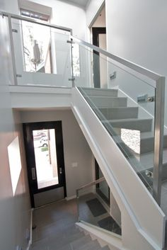 Looking for Staircase Design Inspiration? Check out our photo gallery of Modern Stair Railing Ideas. Modern Stair Railing, Stair Railing Design, Staircase Railings, Modern Stairs, Banisters, Railing Ideas, Glass Stair Railing, Staircase Contemporary, Glass Handrail