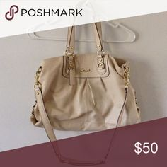 Coach off white tote bag In great condition. Minor wear. No major flaws or rips. L17 X H10 X W4 Coach Bags Shoulder Bags