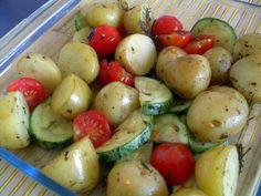 Pitadinha: Batatas assadas com abobrinha e tomate cereja