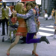 "Heather Graham y Mike Myers en ""Austin Powers: La Espía que me Achuchó"" (Austin Powers: The Spy Who Shagged Me), 1999"