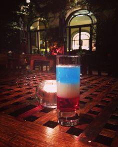 """Le Paris"" #prayforparis #jesuisparis #jesuisenterrasse #13novembre2015 #hotellancaster #bardulancaster #paris #lescocktailsdumardisoir #cocktail"
