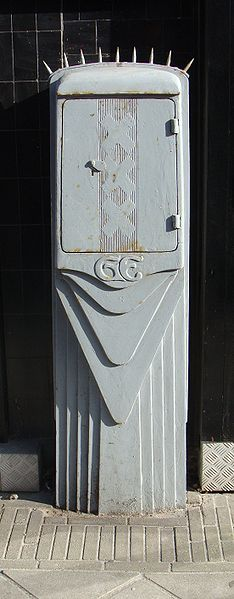 Electric power distribution box of the former Amsterdam Gemeente-Electriciteitswerken (municipal electricity works) at the Zeilstraat in Amsterdam, in the style of the en:Amsterdam School. Designed in 1928 by P.