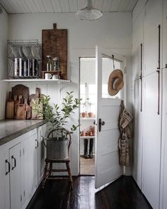 Farmhouse Kitchen Decor Ideas: Great Home Improvement Tips You Should Know! You need to have some knowledge of what to look for and expect from a home improvement job. Decoration Inspiration, Decoration Design, Decor Ideas, Decorating Ideas, Room Ideas, Home Interior, Interior Colors, Interior Walls, Interior Lighting
