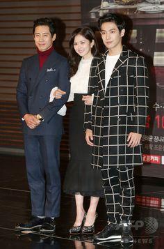 韓国・ソウル(Seoul)で行われた、新ドラマ「ミスター・ペク(Mr. Back)」の制作発表会に臨む、(左から)俳優のシン・ハギュン(Shin Ha-Kyun)、女優のチャン・ナラ(Jang Na-Ra)、アイドルグループ「MBLAQ」のイ・ジュン(Joon、2014年11月3日撮影)。(c)STARNEWS ▼7Nov2014AFP|MBCの新ドラマ「ミスター・ペク」、制作発表会開催 http://www.afpbb.com/articles/-/3031129 #Jang_Na_ra #장나라 #張娜拉 #张娜拉 #チャンナラ #Чан_Нара จัง นารา