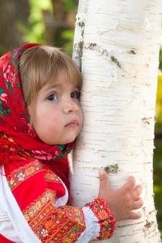 Menina russa pouco e Bétula wallpaper 640x960