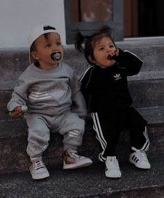 Cute Baby Twins, Cute Baby Boy Outfits, Cute Little Baby, Cute Baby Clothes, Cute Baby Videos, Cute Baby Pictures, Baby Tumblr, Baby Friends, Foto Baby