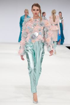 GFW 13 Vogue Hanna Rose Flores Look 5 Flower Bomb Jumper & Metallic Pin tucks - Details and colour