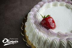 Torta crema, panna e frutti di bosco. Pasticceria Olimpia-Avezzano (Italy)