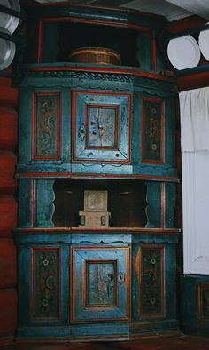 Numedal. Norway....antique rosemaled and painted furniture.