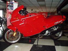 la base de las motos deportivas. Ducati 750 paso