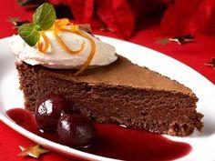 Sjokoladekake med kirsebærsaus