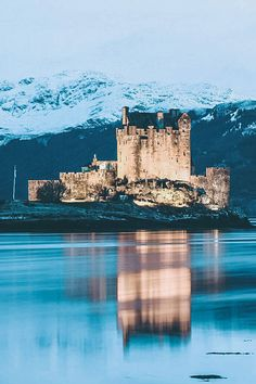 The Best Castles in Scotland! Between the Scottish Highlands and the gorgeous city of Edinburgh Scotland is one the of most beautiful places on earth. These 15 Scottish castles will be perfect to add to your Europe Bucket List! #scotland #castles #scottishhighlands #edinburgh #Unitedkingom #travel #bucketlist #europe #traveltips #beautiful #travelblog #avenlylane #avenlylanetravel