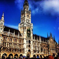 Marienplatz, Munich - glockenspiel jousts at 11am and noon