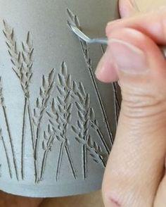 Wonderful Cost-Free Slab pottery ideas Strategies Decoration for Moms vase Decoration for Moms vase Hand Built Pottery, Slab Pottery, Pottery Mugs, Pottery Art, Ceramic Techniques, Pottery Techniques, Sgraffito, Slab Ceramics, Keramik Design