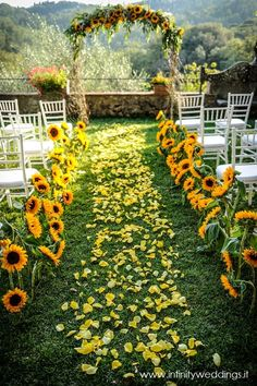 Authentic Tuscan style wedding with lots of sunflowers and yellow rose petals Infinity Weddings Events Wedding Ceremony Ideas, Wedding Scene, Wedding Bells, Wedding Church, Sun Flower Wedding, Autumn Wedding, Fall Wedding Arches, Wedding Arbors, Rose Petals Wedding