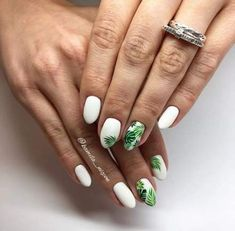 Semi-permanent varnish, false nails, patches: which manicure to choose? - My Nails Cute Acrylic Nails, Acrylic Nail Designs, Nail Art Designs, Beach Nail Designs, Nail Manicure, My Nails, Nail Polish, Nail Design Glitter, Nails Design