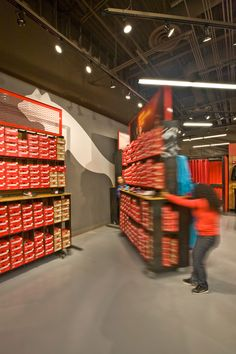 JOY of PUMA: Revolutionizing the Factory Outlet - Design for Disassembly, Sustainability