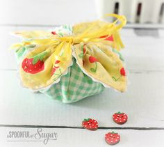 Lisa from A Spoonful of Sugar shares an updated version of her Fabric Gift Pouch tutorial. Originally published in her tutorial is now updated with better photos. The small fabric pouches a… Small Sewing Projects, Sewing Hacks, Sewing Tutorials, Sewing Crafts, Sewing Ideas, Tutorial Sewing, Bag Tutorials, Sewing Patterns Free, Free Sewing