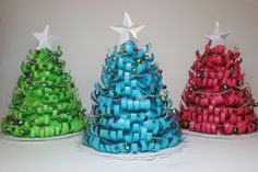 Curly paper Christmas trees. Easy and instructions included.