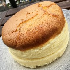 Un cheesecake japonais – fulguropain Cheesecake Cake, Cheesecake Recipes, Dessert Recipes, Desserts Around The World, Bread Baking, Sweet Recipes, Food Porn, Brunch, Food And Drink