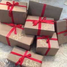Christmas Gift Wrapping Ideas 2 Best Picture For DIY Gifts for grandparents For Your Taste You are looking for something, … Magical Christmas, Noel Christmas, Merry Little Christmas, Winter Christmas, Christmas Ideas, Elegant Christmas, Christmas Budget, Modern Christmas, Scandinavian Christmas