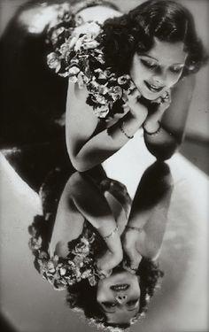 Studio Manassé - Reflection, ca 1928. S)