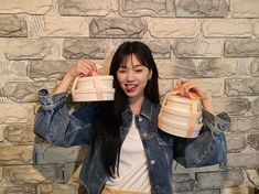 "WekiMeki 위키미키 on Twitter: ""키링 최고👍 너무 맛있게 잘 먹었어요😋 수박슬러시는 정말 짱이었어.. 키링덕에 오늘도 힘내따! 고마워용💗  #유정🌻 #도연❄️… "" Kim Doyeon, Bright Eyes, Korean American, Photo Dump, Celebs, Celebrities, Kpop Girls, Girl Group, Cool Girl"