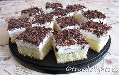 Prajitura cu crema de vanilie si frisca Vanilla Cream, Whipped Cream, Tooth Cake, Different Cakes, Pinterest Recipes, Cream Cake, Let Them Eat Cake, Pie Recipes, Sweet Stuff