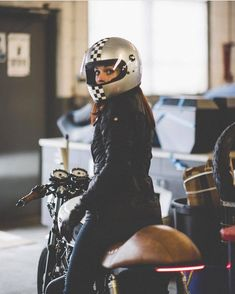 Are you ready to follow @gasolineromantic ? . #girlswhoride #caferacer