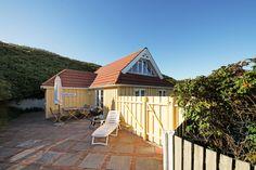 Das perfekte Ferienhaus, wenn ihr zu zweit ein entspannten Urlaub haben möchtet. Es hat eine schöne Terrasse und liegt nah am Strand und Sondervig Zentrum.