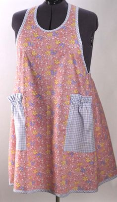 Pretty Blue Floral Flouncy Bib Apron by SusannahsKitchen on Etsy Sewing Aprons, Sewing Clothes, Cool Aprons, Apron Patterns, Bib Apron, Aprons Vintage, Couture, Cotton Skirt, Hot Pads