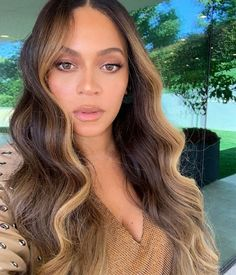 Brown Hair Colors Discover Share my girl Beyonce with you Brown Blonde Hair, Brown Hair With Highlights, Light Brown Hair, Brown Hair Colors, Blonde Wig, Blonde Front Highlights, Chunky Highlights, Color Highlights, Brown Hair Shades
