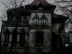 Image by Maitreyi. Abandoned house in Bucharest.