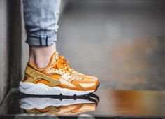 Nike Air Huarache Woman Sunset Gold at #nomuri