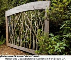 DIY Garden Fence Ideas to Keep Your Plants Garden Garden Privacy Wall . - - DIY garden fence ideas to keep your plants Garden Garden Privacy Wall VERY cool Maybe I can do something like that for the front garden side. The post DIY garden fence ide Wooden Garden Gate, Diy Garden Fence, Garden Privacy, Garden Art, Garden Landscaping, Outdoor Privacy, Backyard Privacy, Landscaping Ideas, Garden Gates And Fencing