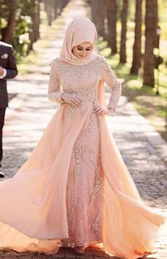 Find our latest new hijab styles 2020 step by step. Learn how to take hijab without a pin. You will be helped out in learning by making a tutorial series of taking hijab. See chest covering hijab style for girls and much more. Hijab Gown, Hijab Dress Party, Muslimah Wedding Dress, Wedding Hijab, Wedding Gowns, Lace Evening Dresses, Evening Gowns, Long Dresses, Muslim Fashion