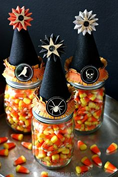 Nothing says Halloween like candy corn! Check out these candy corn projects, crafts, and recipes to get your Halloween spirit going! Spooky Halloween, Fun Halloween Treats, Halloween Mason Jars, Fete Halloween, Halloween Goodies, Holidays Halloween, Halloween Crafts, Happy Halloween, Halloween Decorations