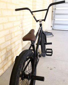 Alex Levy 's bike Please owner contact me. Send your bike to submit@kokybikes.com @cultcrew Best Mountain Bikes, Mountain Biking, Bmx Bandits, E Skate, Bicycle Types, Bmx Street, Cycle Ride, Bmx Freestyle, Bike Parking