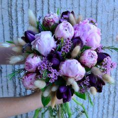 Buchete de mireasa cu bujori si lalele. Peony and tulip wedding bouquet Wedding Goals, Weeding, Purple Wedding, Magnolia, Wedding Bouquets, Celebration, Floral Wreath, Wreaths, Bride