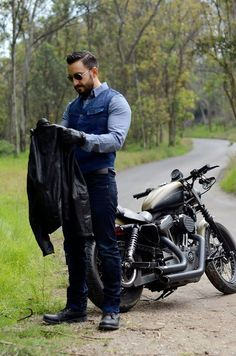 bike k souk Cafe Racer Style, Bike Style, Moto Style, Motorcycle Style, Motorcycle Outfit, Sharp Dressed Man, Well Dressed Men, Biker Leather, Leather Men