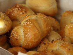 Všechny ingredience, tak jak jsou psané dáme do pekárny za sebou, zapneme na program TĚSTO, pak vyndáme vykynuté těsto na vál, upleteme housky,... Low Carb Desserts, Low Carb Recipes, Healthy Recipes, Low Carb Lunch, Low Carb Breakfast, Low Carb Brasil, Bread Dough Recipe, Czech Recipes, Low Carb Bread