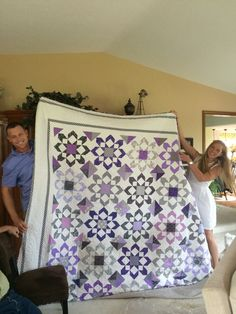 Nice Quilt... pattern is called Fireworks