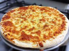 Massa para pizza caseira - A pizza é bastante apreciada, e podemos fazê-la em casa, receita fácil de fazer a massa da pizza. Que depois podemos rechear como nos apetecer, com os ingredientes que mais gostamos.