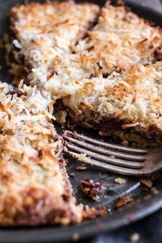 Gooey Chocolate Chip Cookies, Chocolate Crunch, Chocolate Desserts, Healthy Desserts, Delicious Desserts, Dessert Recipes, Yummy Food, Half Baked Harvest, Dessert Bars