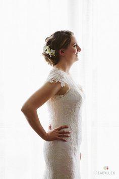 A soft wedding undo with flowers | @readyluck | Brides.com
