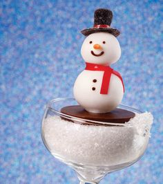 Holiday snowman cake pops from @Wilton Cake Decorating Cake Decorating!