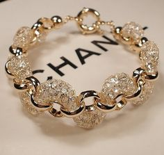 Accessories by Chanel Inimitable  http://ksusha.com.ua/news/1373-nepodrazhaemye-aksessuary-ot-chanel.html