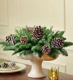 ideas wedding centerpieces diy silver pine cones for 2019 Christmas Flowers, Noel Christmas, Rustic Christmas, Christmas 2019, Christmas Wreaths, Christmas Crafts, Southern Christmas, Natural Christmas, Christmas Wedding Centerpieces